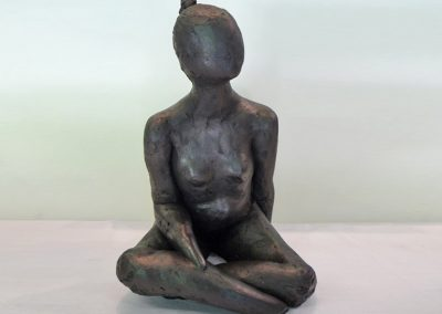Small Seated Figure, ciment fondu, approx 22cm high