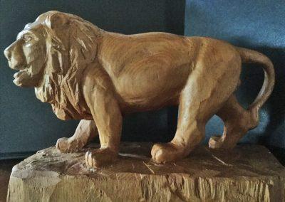 Lion, Austrian pine (H20cm x L24cm x D10cm)